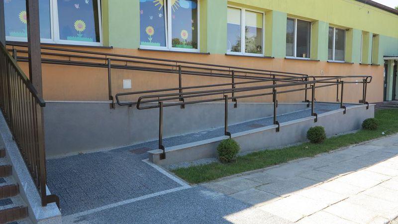 Podjazd dla niepełnosprawnych PP w Idzikowicach-1.jpeg