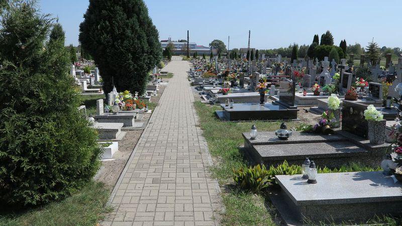 Remont chodnika na cmentarzu w Wilkowie-2.jpeg